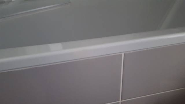 r paration clat sur baignoire acier blanche renovbain. Black Bedroom Furniture Sets. Home Design Ideas