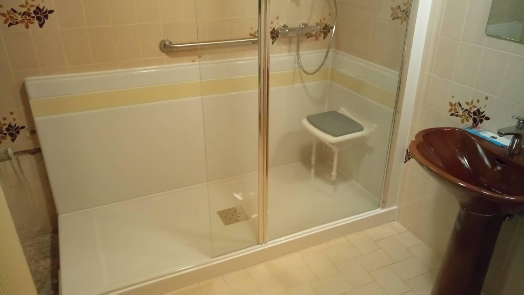 remplacement de la baignoire en bac douche en juillet. Black Bedroom Furniture Sets. Home Design Ideas