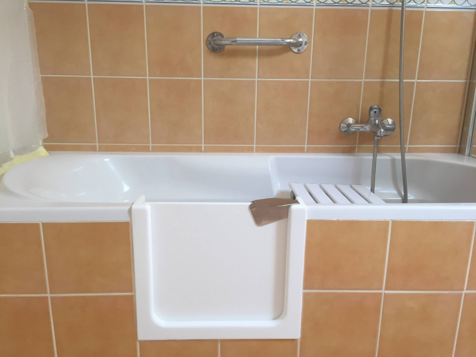 Baignoire Adaptee Handicape Et Seniors La Solution De Renovbain Grenoble Renovbain