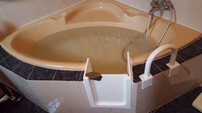 ouverture et installation de porte étanche pour votre baignoire à Marseille dans les bouches du Rhône en région paca 13000