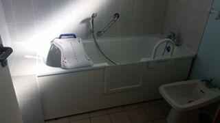 après ouverture latérale de baignoire avec portillon anti éclaboussures à Six fours dans le var en région paca 83140