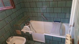 ouverture latérale de baignoire avec portillon anti éclaboussures à Toulon dans le var en région paca 83000