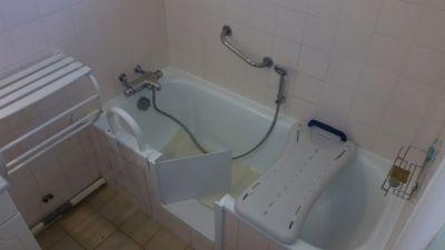 Ouverture de baignoire avec portillon anti éclaboussures à Toulon dans le var en région paca