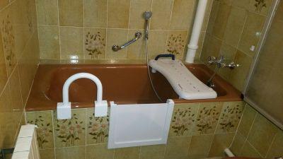 découpe de baignoire avec portillon anti éclaboussures à Toulon dans le var en région paca