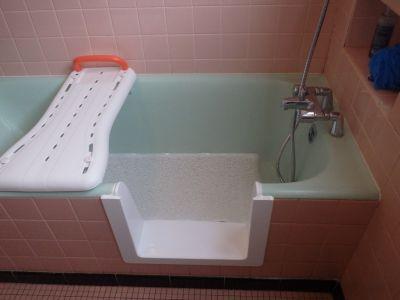 aménagement d'une baignoire pour personne agée