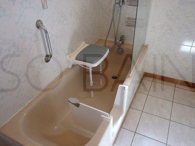Baignoire en douche par Sobain by rénovbain sur Bordeaux et la CUB
