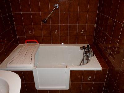 Pose de portillon anti éclaboussure sur votre baignoire