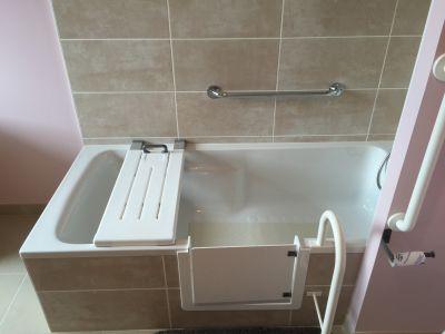 baignoire avec portillon anti eclaboussure
